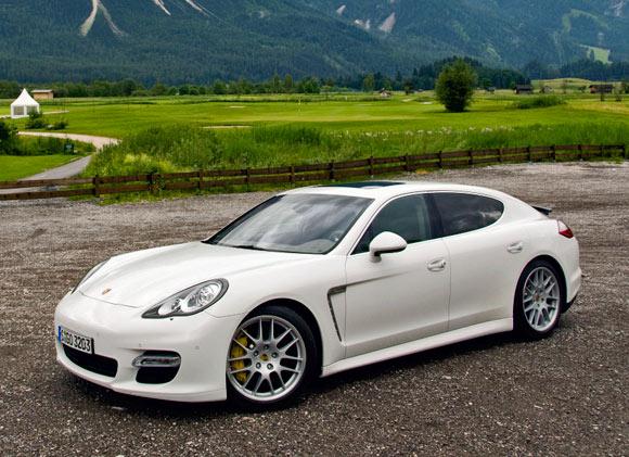 Porsche Panamera Turbo S – Performanţe înalte şi lux pentru şoferii avizaţi