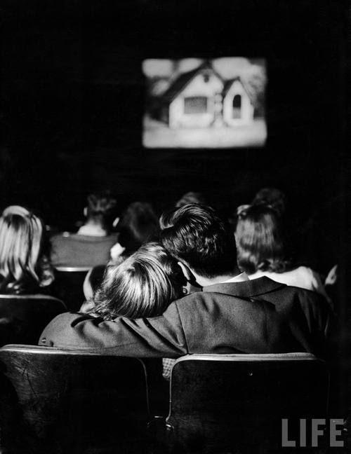 Cuplurile care vizionează filme romantice au relaţii mai durabile