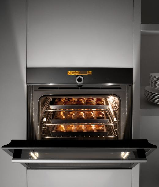 Hotpoint prezintă la Salonul Internațional de Mobilă de la Milano 2014  evoluția cuptorului sub conceptul Open Oven