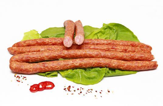 Pe Gustate lanseaza noi produse in gama de mezeluri – polonezii din piept de pui si carnatii cu extra carne