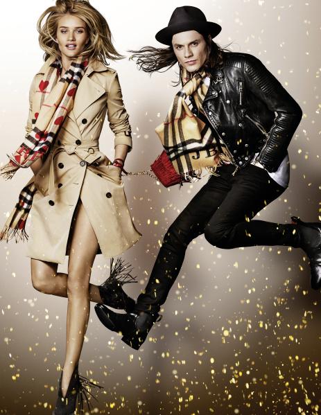 Burberry a lansat campania festiva 2015