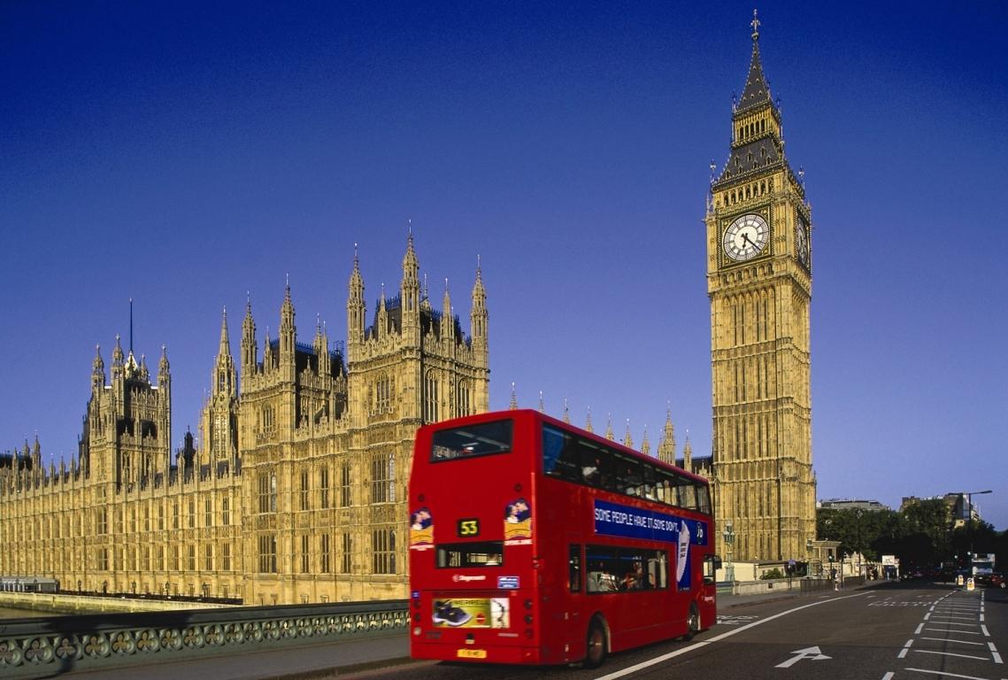 De Valentine`s Day, Paralela 45 trimite indragostitii la Londra