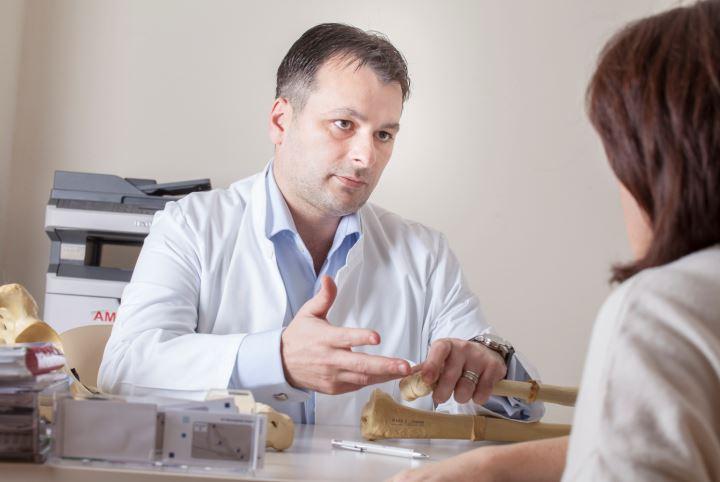 Artroscopia, cea mai bună metodă de diagnosticare și tratament pentru problemele la genunchi