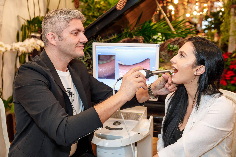 Tot ce trebuie să știi despre implantul dentar. Dr. Adrian Mina îți spune la ce să fii atent!