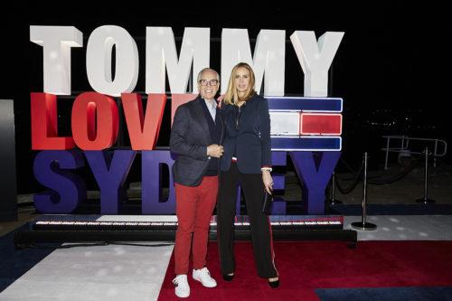 TOMMY HILFIGER CELEBREAZĂ PRIMA SA VIZITĂ ÎN AUSTRALIA ÎNCONJURAT DE CELEBRITĂȚI LA PETRECEREA ÎN STIL NEWYORKEZ ORGANIZATĂ ÎN JONES BAY WHARF