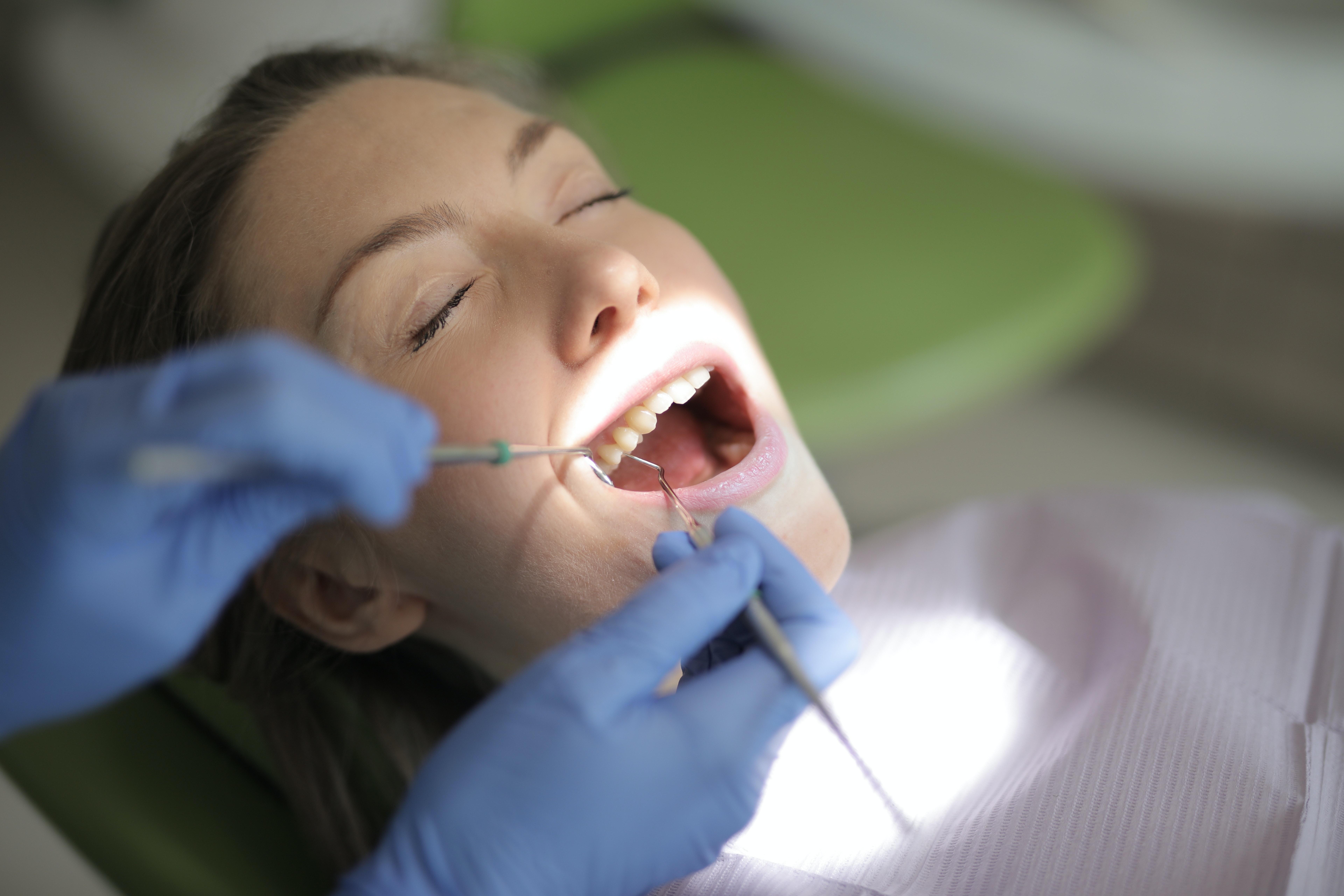 Dinții în sarcină – mic ghid de sănătate dentară pe timp de pandemie